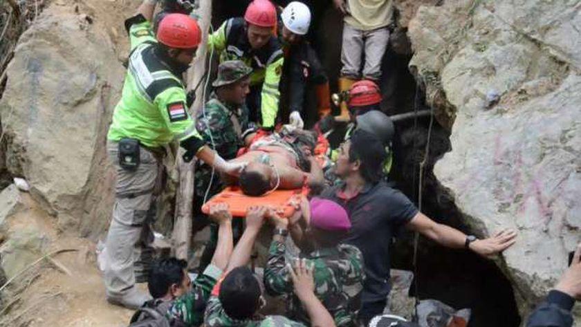 حوادث وكوارث: انهيار أرضي بمنجم باكستاني.. وحرائق في فرنسا والجزائر