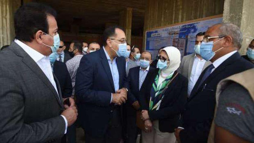رئيس الوزراء خلال تفقده مستشفى طوارئ كفر الشيخ- ارشيفية