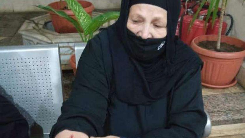 شاب يعتدي علي أمه في الإسماعيلية