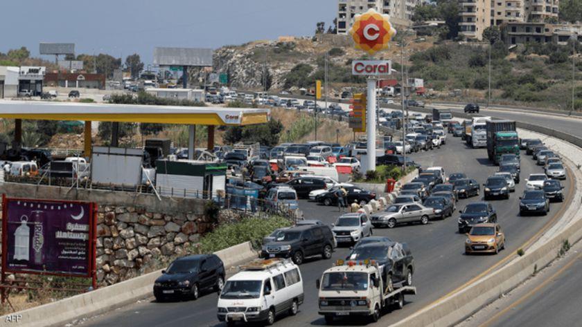 أرشيفية - طابور سيارات أمام محطة وقود في لبنان