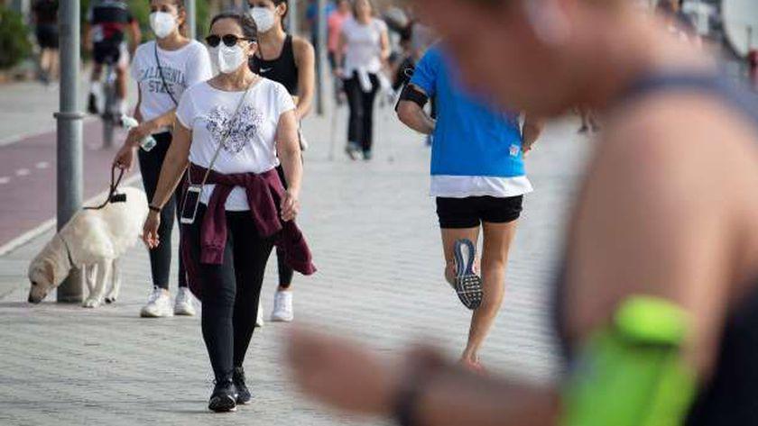 إسبانيا تقرر إلغاء إلزامية الكمامة في الشوارع