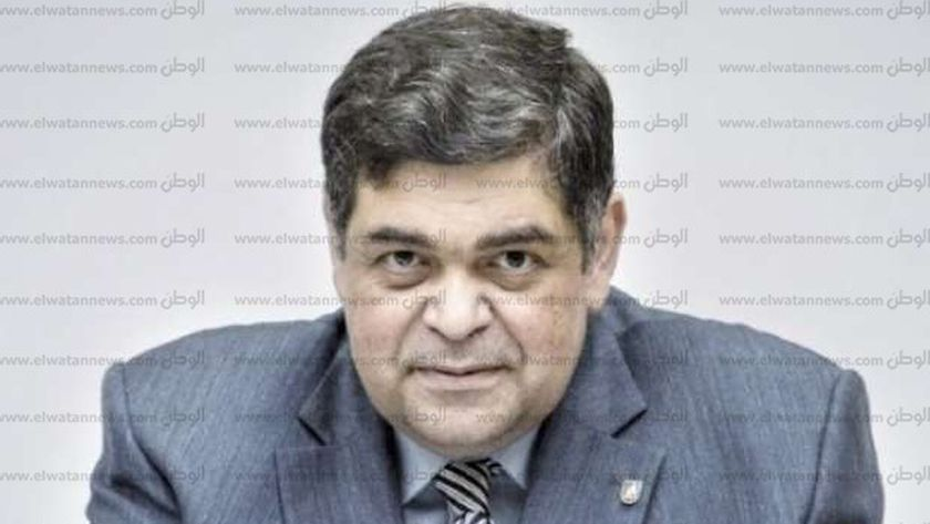 الدكتور أشرف حاتم رئيس لجنة الصحة بمجلس النواب