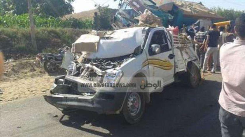 مصرع شخص وإصابة 4 آخرين في حادث تصادم سيارة نقل وأخرى ربع نقل بالفيوم