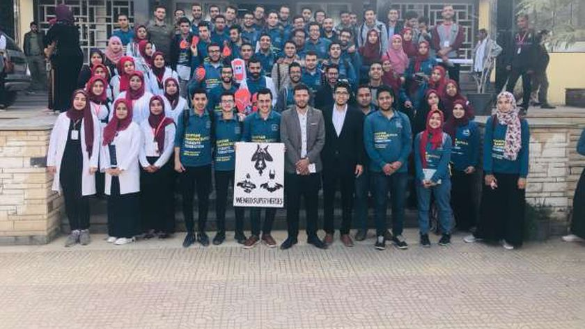 المشاركون في حملة التبرع بالدم بجامعة الأزهر