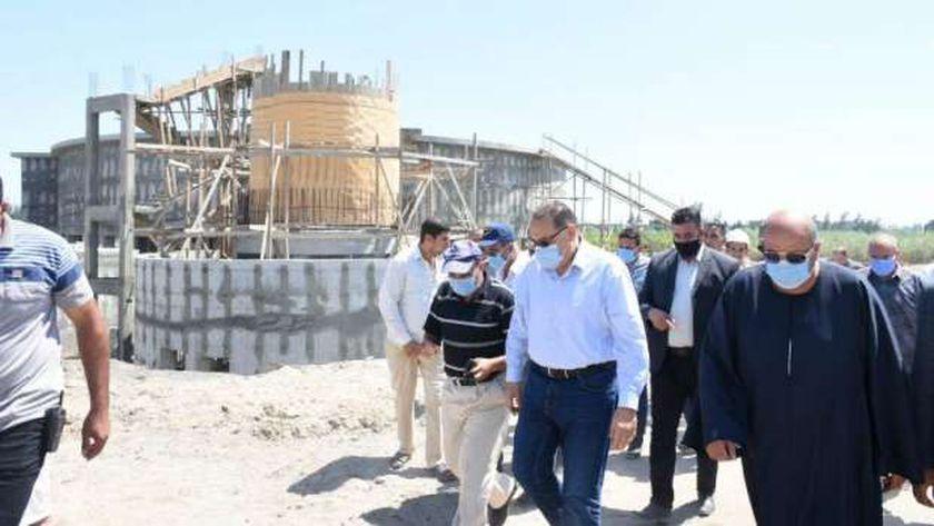 محافظ الشرقية يتفقد أعمال إنشاء محطة مياه البكارشة بمركز الحسينية