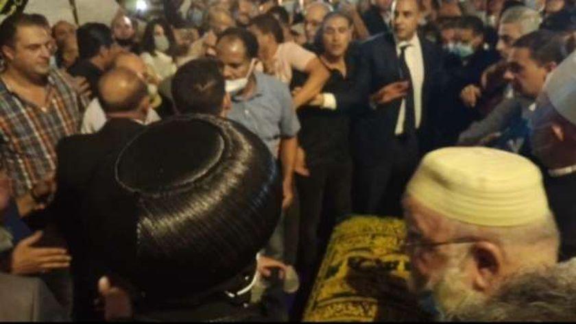 شيخ وقسيس في جنازة فريد