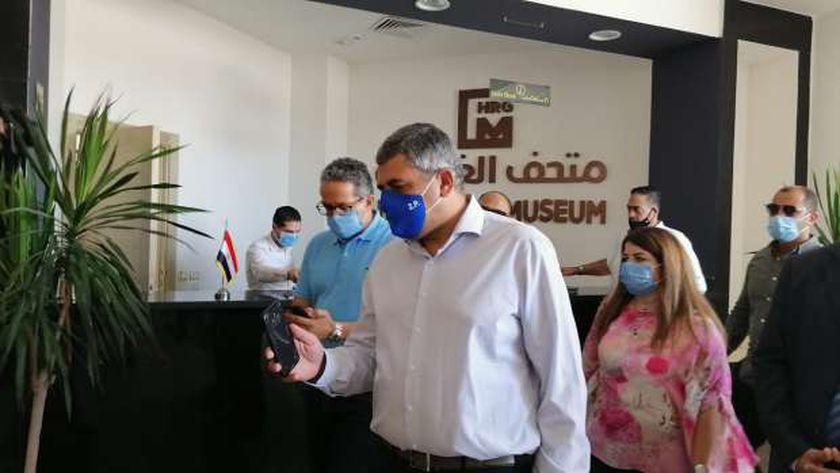 الأمين العام لمنظمة السياحة العالمية أثناء زيارته للغردقة