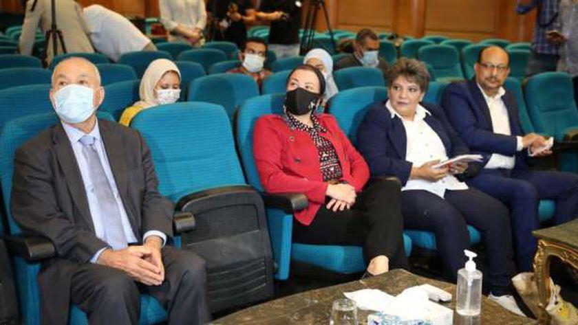 الدكتور حمد الله مع وزيرة البيئة أثناء فاعليات المؤتمر
