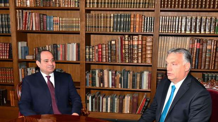 الرئيس عبدالفتاح السيسي مع رئيس الوزراء المجري