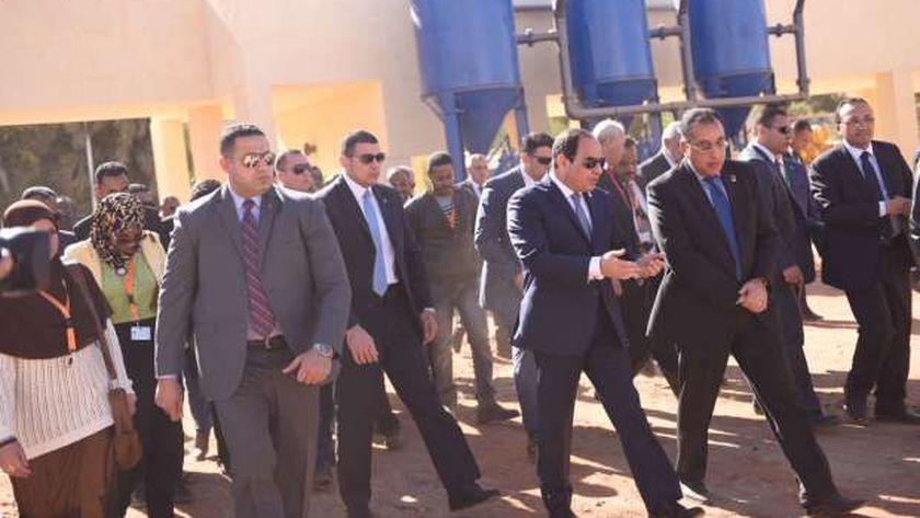 الرئيس السيسى خلال زيارته لمحطة «كيما» للصرف الصحى