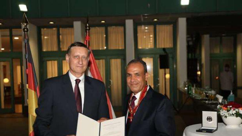 تكرم السفير بدر عبدالعاطي بوسام الاستحقاق