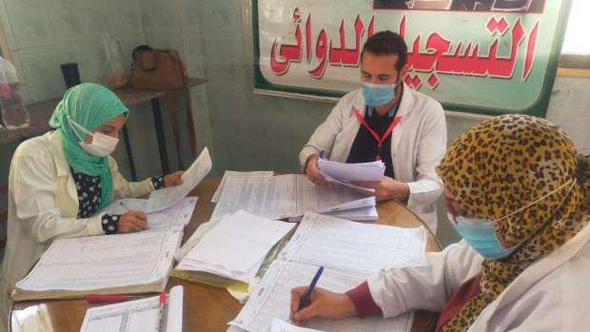 ضمن حياة كريمة.. صحة الشرقية توقع الكشف الطبي علي ١١٥٠ مريض بأولاد صقر