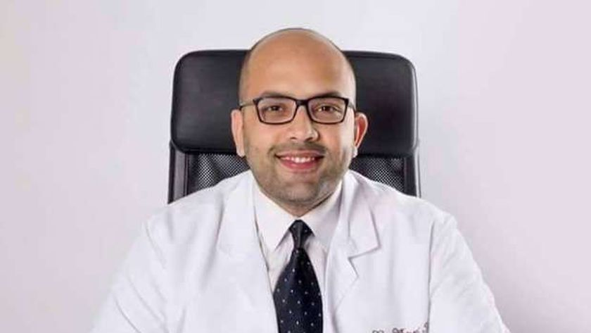 الدكتور أحمد عادل استشاري امراض الذكورة والتناسل والعقم