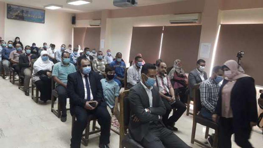 موظفو مصر ينتظرون العلاوات في يوليو المقبل