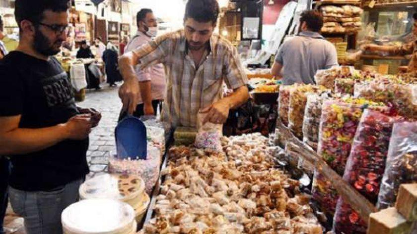 بيع الحلوى في شوارع سوريا خلال عيد الفطر - أرشيفية
