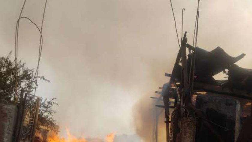 صورة «الحماية المدنية» تكثف جهودها للسيطرة على حريق إسطبل عنتر «فيديو» – حوادث