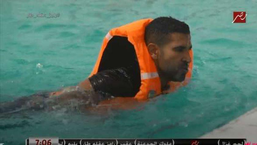 أحمد سعد خلال الحلقة الأولى من «رامز عقله طار»