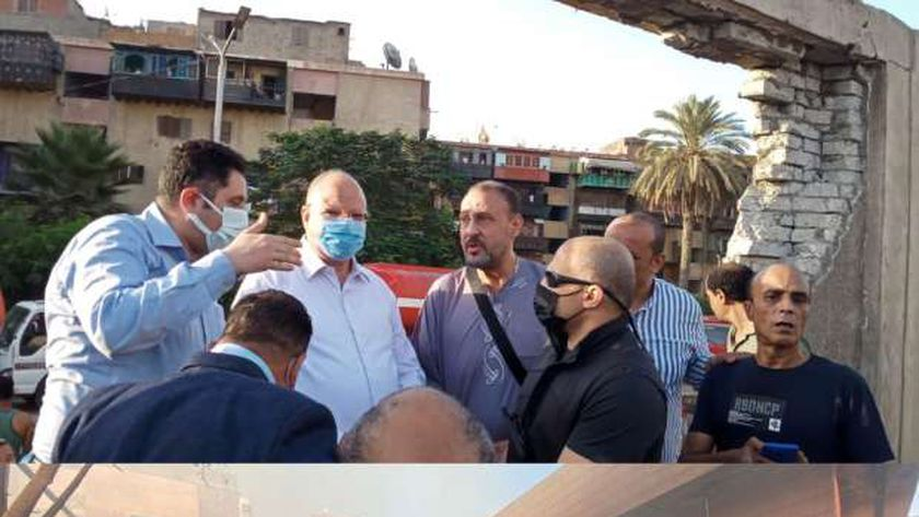 محافظة القاهرة يتفقد موقع الحريق