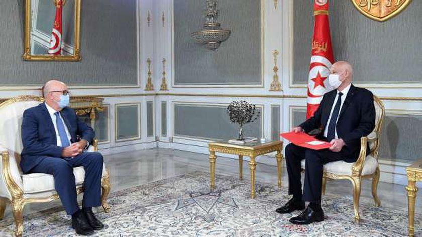 الرئيس التونسي «يمين» ومحافظ البنك المركزي التونسي «يمين»