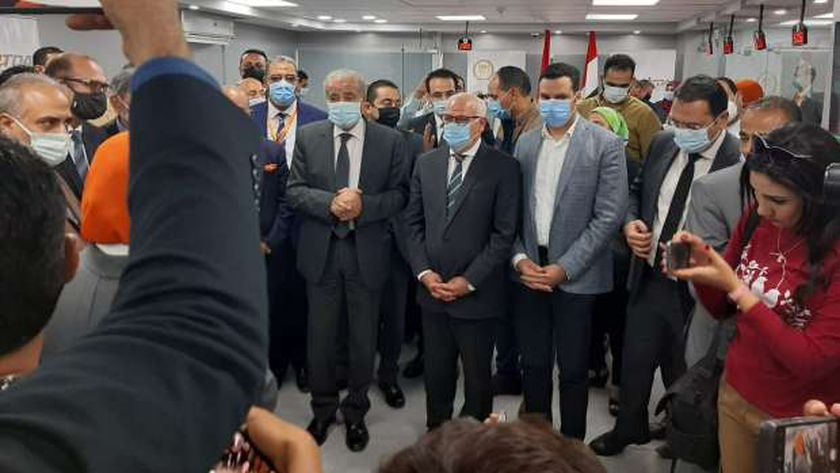 وزير التموين يفتتح أول مكتب يقدم جميع خدمات الوزارة ببورسعيد (صور)
