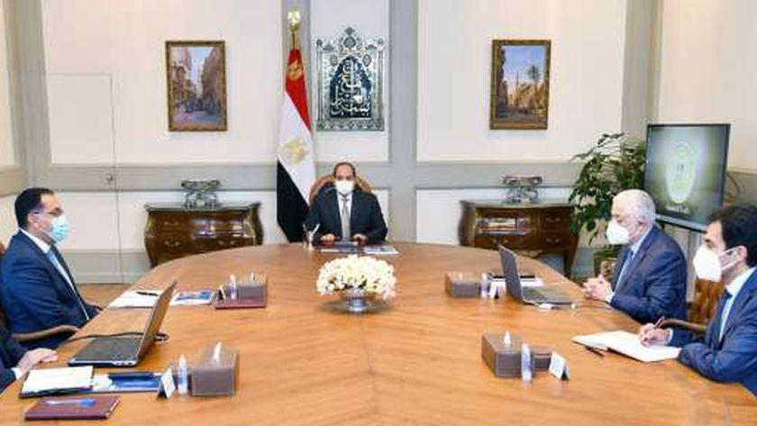 جانب من إجتماع الرئيس السيسي مع رئيس مجلس الوزارء ووزيري التعليم و الاتصالات