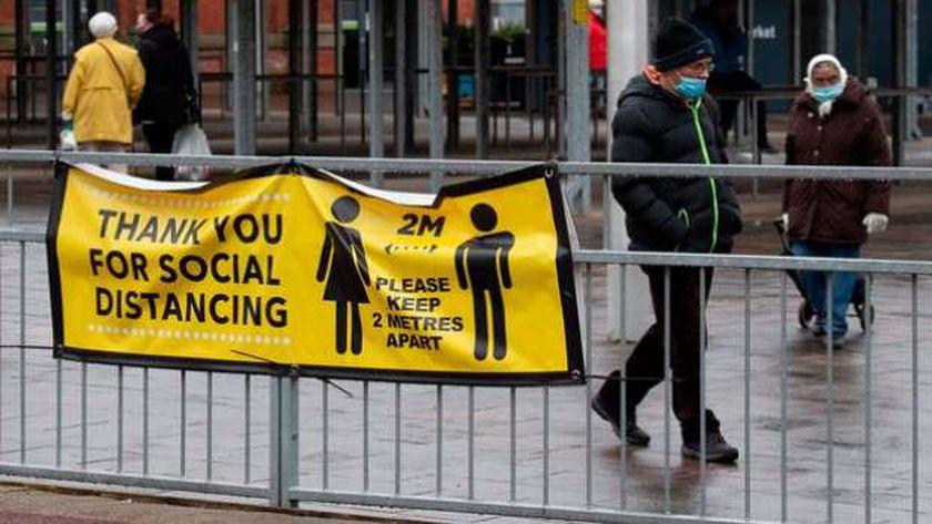الحفاظ على التباعد الاجتماعي في بريطانيا رغم رفع قيود الإغلاق