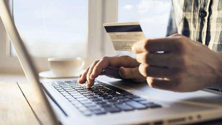 التسوق عبر الإنترنت - صورة أرشيفية