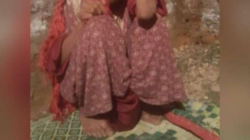 التضامن تنقذ سيدة المنيا التي حبسها شقيقها ٢٢ عام