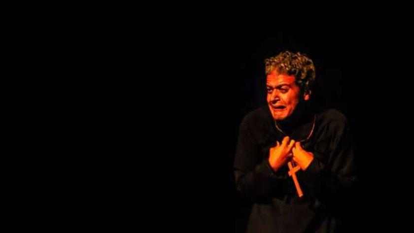 من أحد العروض المسرحية المشاركة في المهرجان القومي للمسرح