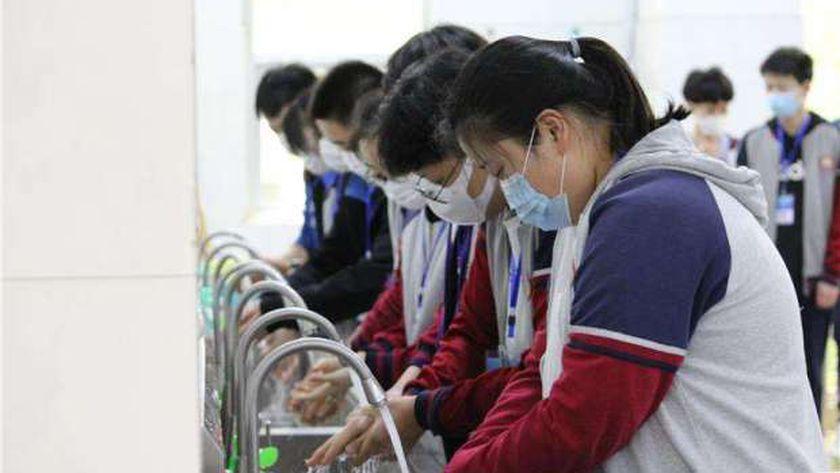 إلتزام جميع الطلاب بالمدارس بارتداء الكمامات الطبية وتنفيذ الإجراءات الوقائية لمواجهة كورونا