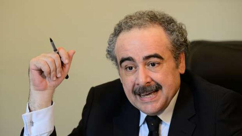 الدكتور علاء عبدالهادي رئيس اتحاد الكتاب