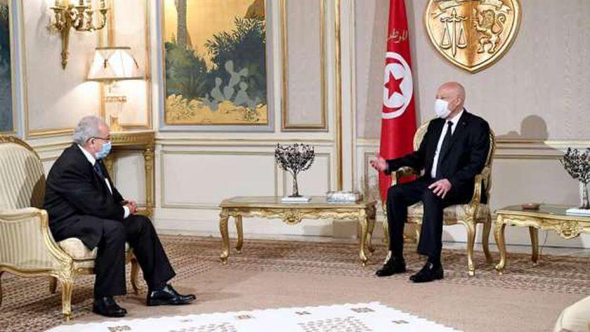 الرئيس التونسي «يمين» يستقبل وزير الخارجية الجزائري رمطان لعمامرة «شمال»