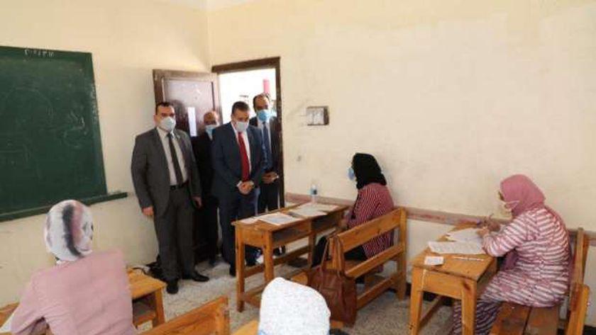 صورة أرشيفية لطالبات داخل إحدى لجان الامتحانات