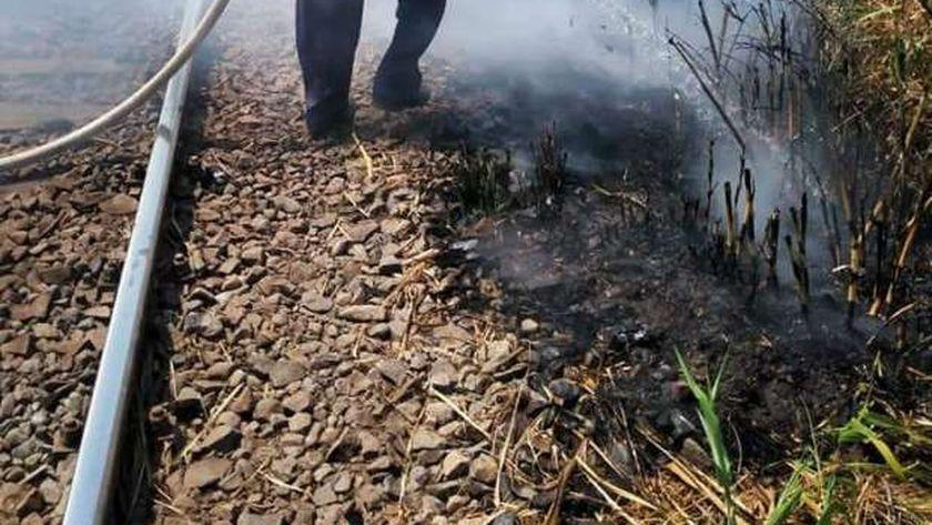 حريق بجوار شريط السكك الحديدية بالمنوفية
