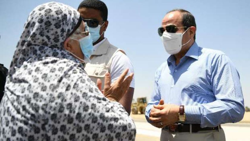 الرئيس عبدالفتاح السيسي خلال لقائه بالسيدة اليوم