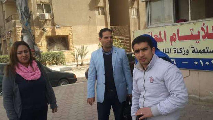 محمد عبدالباسط أثناء التفتيش على الدور والجمعيات