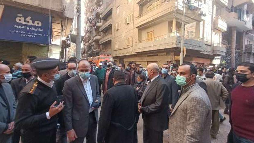 صورة خروج 4 قتلى ومصابين من تحت أنقاض منزل المحلة المنهار – المحافظات