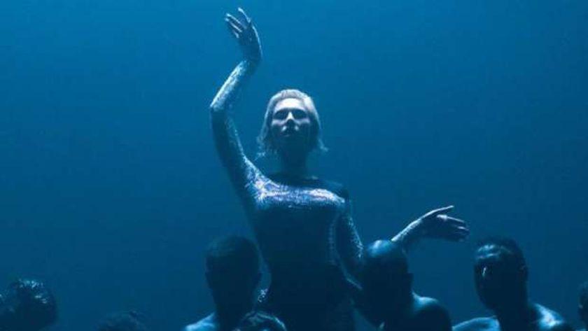 المغنية إلينا تساجرينو في جزء من كليب أغنية الشيطان