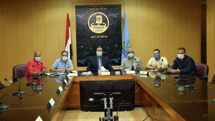السكرتير العام لكفر الشيخ خلال اجتامع استعدادات المحافظة للأمطار