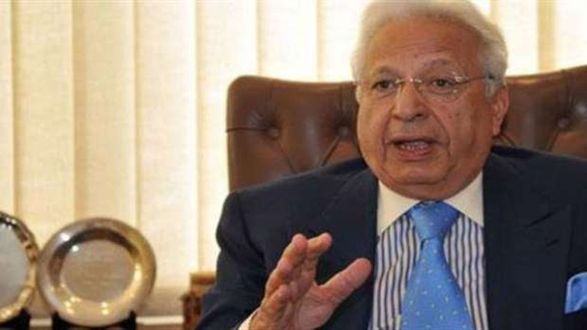 الدكتور أحمد عكاشة