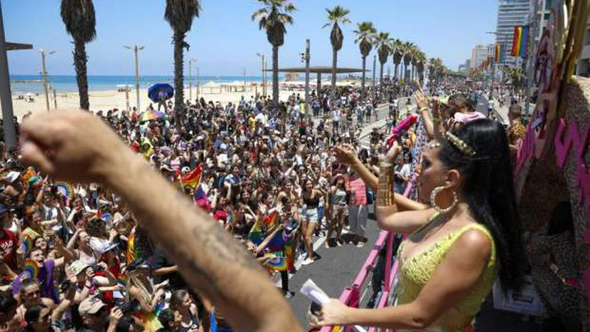 """الآلاف يحضرون """"موكب مثليين"""" في """"تل أبيب"""