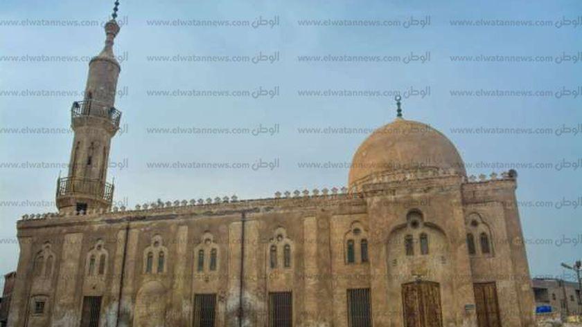 الواجهة الأمامية للمسجد تظهر حجم الإهمال