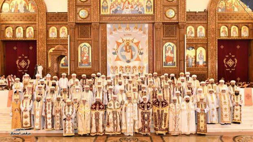 البابا مع أعضاء المجمع المقدس بتشكيله الجديد