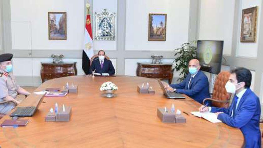 الرئيس خلال اجتماعه اليوم مع رئيس الوزراء ووزير الاسكان
