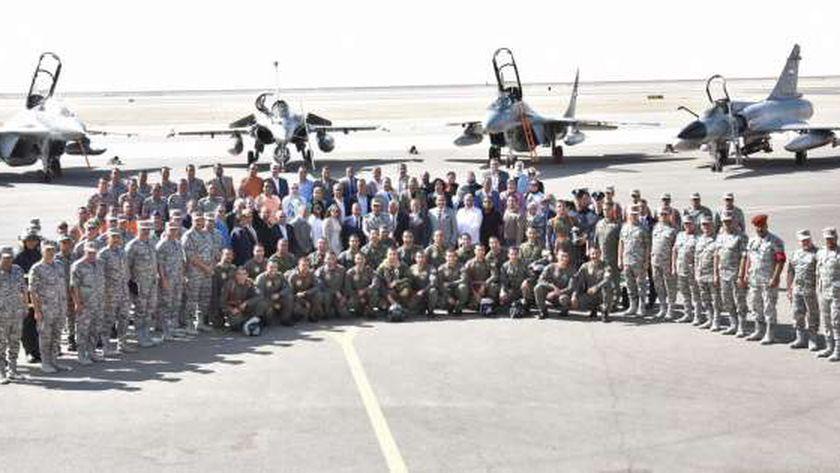 «نسور الجو» ينفذون عروضا في سماء مصر احتفالا بـ عيد القوات الجوية