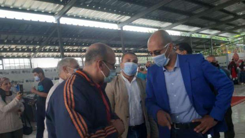المهندس عبدالرءوف الغيطى رئيس جهاز مدينة الشروق يتفقد السوق الجديد