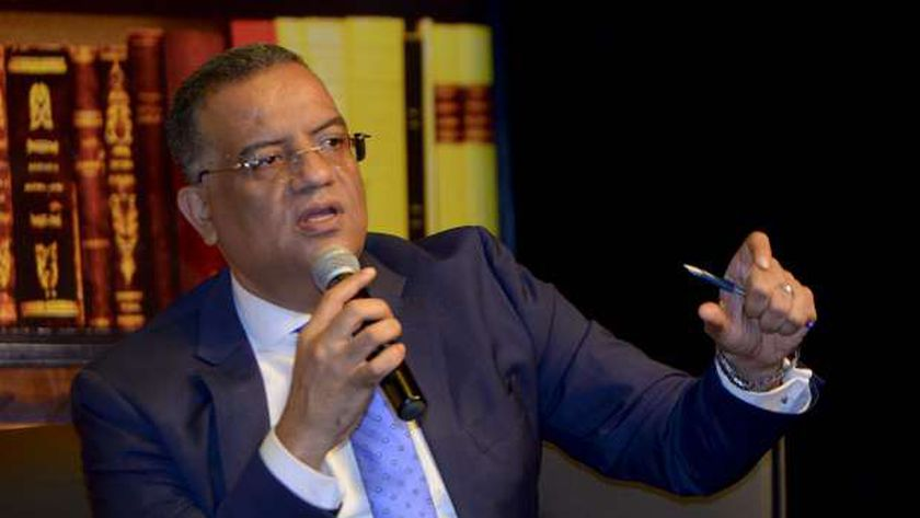 محمود مسلم، رئيس تحرير جريدة الوطن خلال الندوة الثقافية