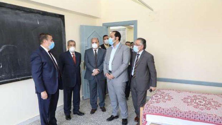 """محافظ المنوفية يتفقد تجهيزات """"العربي للتنمية"""" لاستقبال مرضى كورونا"""