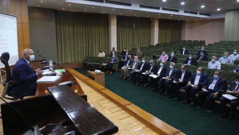 جانب من اجتماع وزير النقل