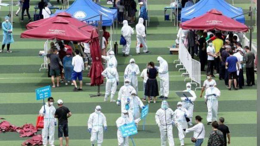 الصين تقرر إجراء فحوصات دورية لكورونا في أسواق الجملة